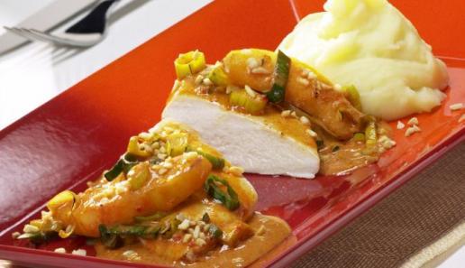 Paprika-Hähnchen mit Apfel-Lauch-Gemüse