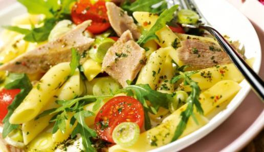Nudelsalat mit Thunfisch und Rucola