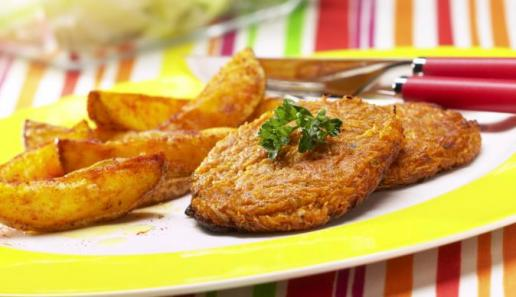 Möhrenfrikadellen mit Kartoffelspalten