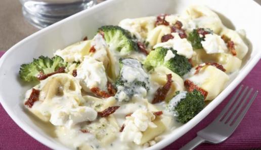 Ofen-Tortelloni mit Broccoli und Frischkäse