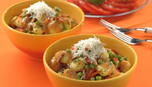 Gnocchi-Pfanne mit Erbsen und Paprika