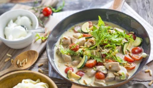 Hähnchen-Gemüse-Pfanne mit Rucola