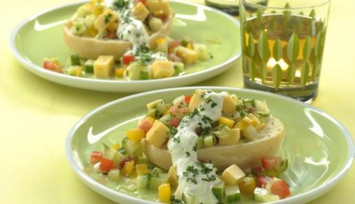 Salat im Brötchen