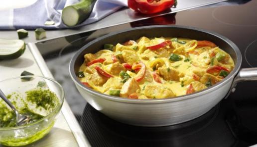 Puten-Rahmpfanne mit Pesto