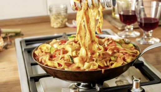 Tagliatelle in Mascarpone-Pinienkern-Sauce