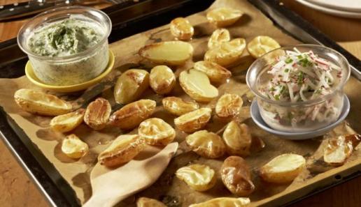 Blechkartoffeln mit zweierlei Gemüsedip