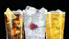 Entdecke leckere Drinks mit den BACARD� Flavoured Rums.