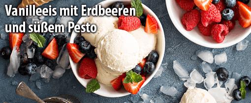 Vanilleeis mit Erdbeeren und süßem Pesto