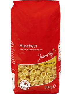 Jeden Tag Suppennudeln Muscheln