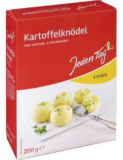 Jeden Tag Kartoffelknödel in Kochbeuteln halb und halb