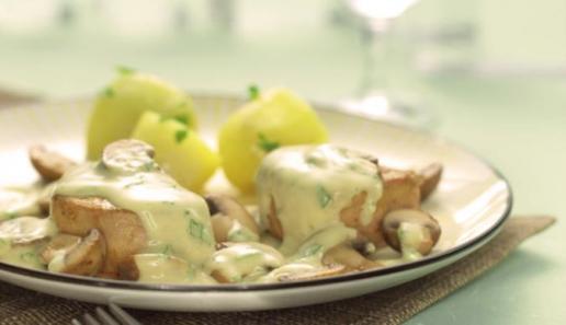 Dänische Schweinemedaillons in Champignon-Senf-Sauce