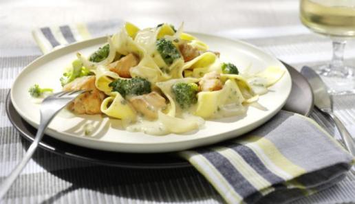 Tagliatelle mit Broccoli und Lachs