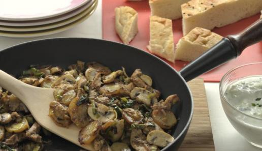 Gyros-Kartoffel-Pfanne mit Zaziki-Dip