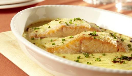 Lachs mit Schnittlauch-Zitronen-Sauce
