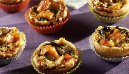Mini-Quiche mit Lachs und Spinat