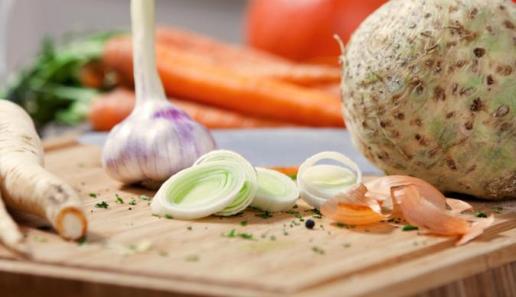 Käsecreme-Brötchen mit Zwiebeln